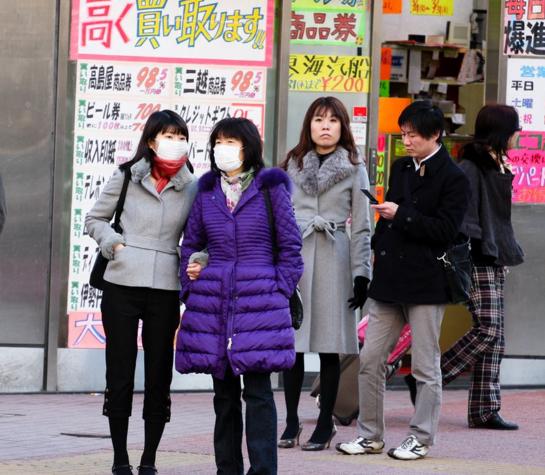 японцы одевают маски